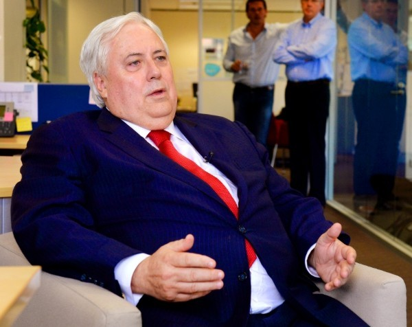 Clive Palmer pledges to axe payroll tax in Queensland