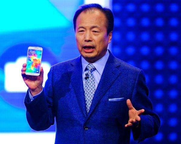 Samsung prepares to supply Apple iPhone 7 processors, holds talks over cloud with Oracle