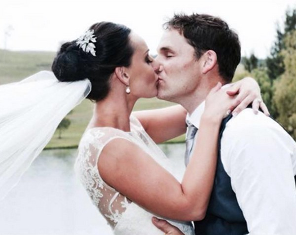 """Wedding photographer under fire for """"bridezilla"""" comments on Facebook"""