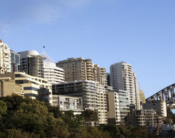 Sydney's auction success slips to 83.3% with sales from $120,000 Kirribilli car space to $6 million Mosman home