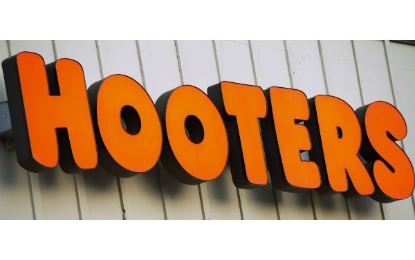 Companies linked to Hooters Australia fall into voluntary administration