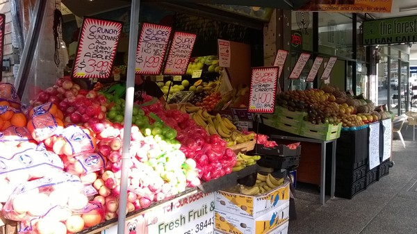 "Community ""cash-mob"" to support Brisbane fruit shop in fight against supermarket giants"