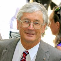 Dick Smith throws support behind Malcolm Turnbull for PM