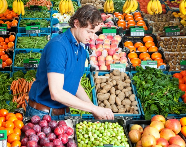 Independent fruit and vegie retailer brings farmers into store to push local produce and combat big boys