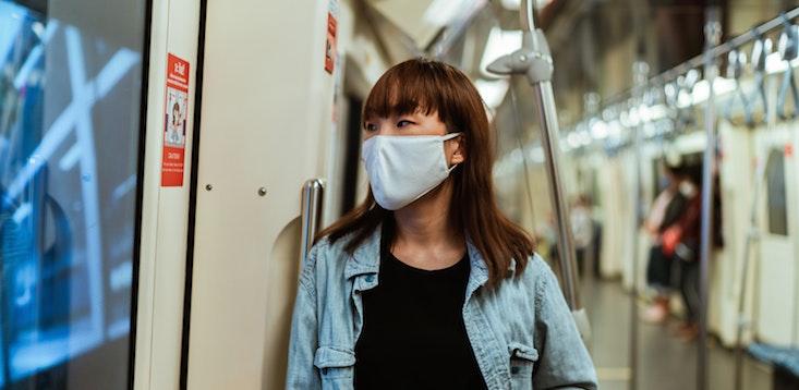 woman-commuting-mask