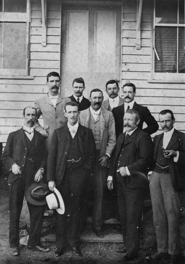 Groupe de directeurs de banque vers 1900