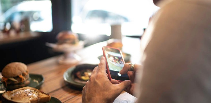 Man-taking-photo-of-food-for-online-review